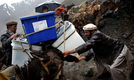 afganistan-secim-sandiklari.jpg