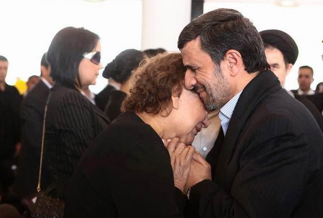 ahmedinejad_chavez-in-annesi.jpg