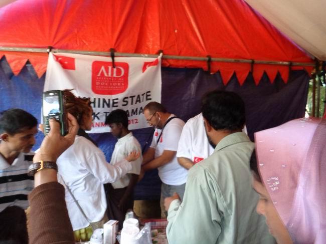 aid_arakan-20121128-01.jpg
