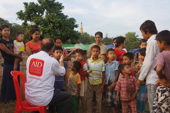 aid_arakan-20121128-02.jpg