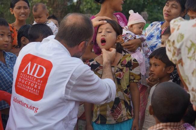 aid_arakan-20121128-04.jpg