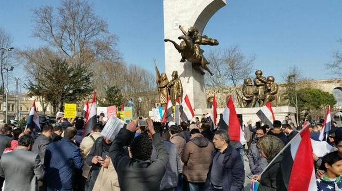 akp-183-idam-protesto2.jpg