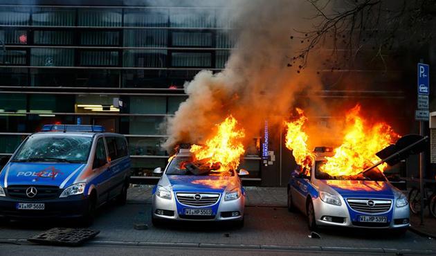 almanya-frankfurt-anti-kapitalizm02.jpg