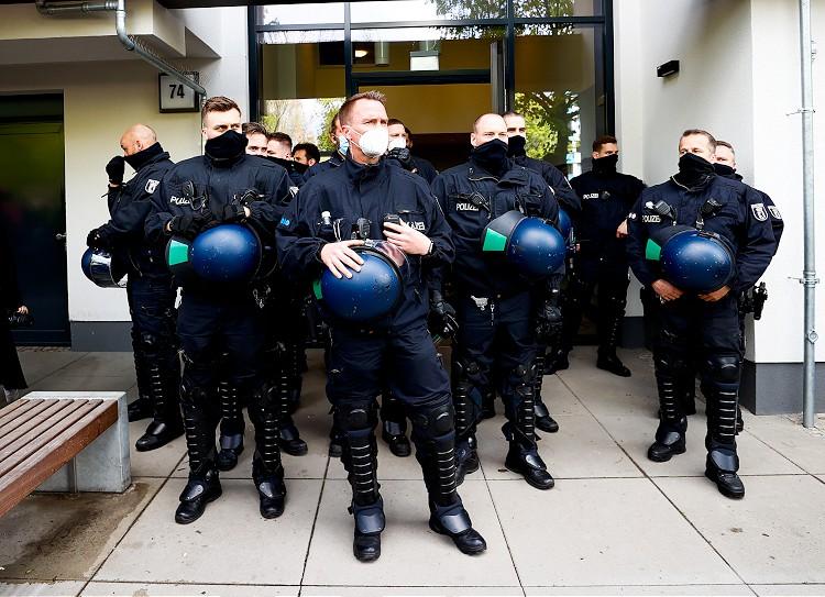almanya-polis-alman-polisi-001.jpg