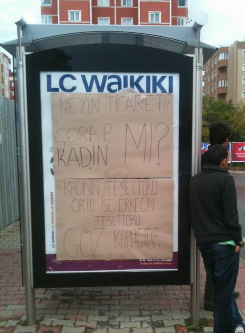 basaksehir-bilboard-reklam-ifsad-lcwaikiki.jpg