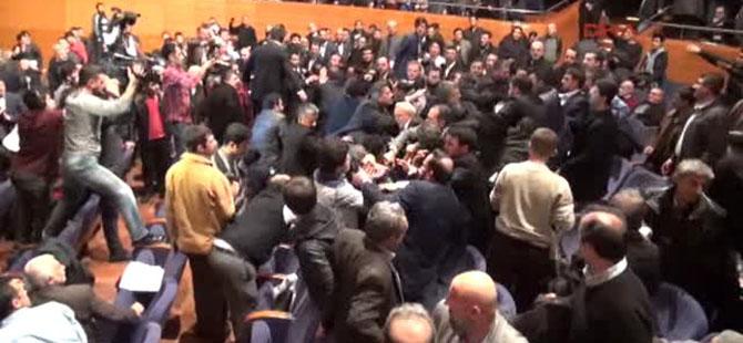 bursa-da-ahmedinejad-protestosu-saldiri-erbakan-vakfi02.jpg