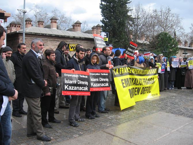 bursa_mali_fransa_protesto.jpg