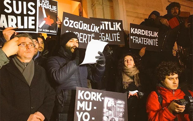 charlie-hebdo-turkiye-istanbul-solcu-gruplar-hepimiz-charlieyiz-baris-atay.jpg