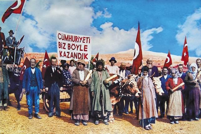cumhuriyeti-biz-boyle-kurduk_usak-fotr-sapkali-koyluler.jpg