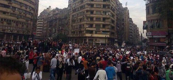 darbe-karsiti-ogrenciler-tahrir-de-misir03.jpg