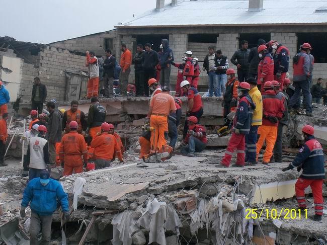 deprem-ercis-20111015-2.jpg