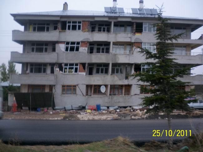 deprem-ercis-20111015-5.jpg