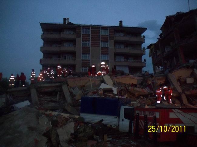 deprem-ercis-20111015-8.jpg