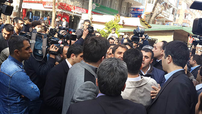 diyarbakir-28-subat-protestosu-paralel-yapi-cemaatciler-provokasyon01.jpg