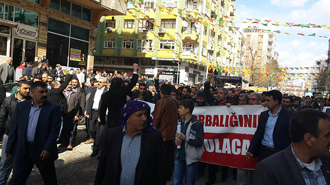 diyarbakir-28-subat-protestosu-paralel-yapi-cemaatciler-provokasyon03.jpg