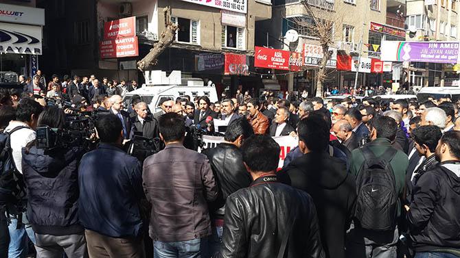 diyarbakir-28-subat-protestosu-paralel-yapi-cemaatciler-provokasyon04.jpg