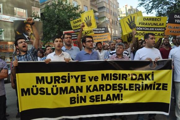 diyarbakir-darbeyi-protesto-06.jpg