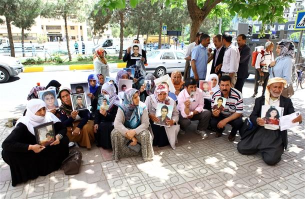 diyarbakir-kurt-anneler-bdp-pkk-protestosu-01.jpg