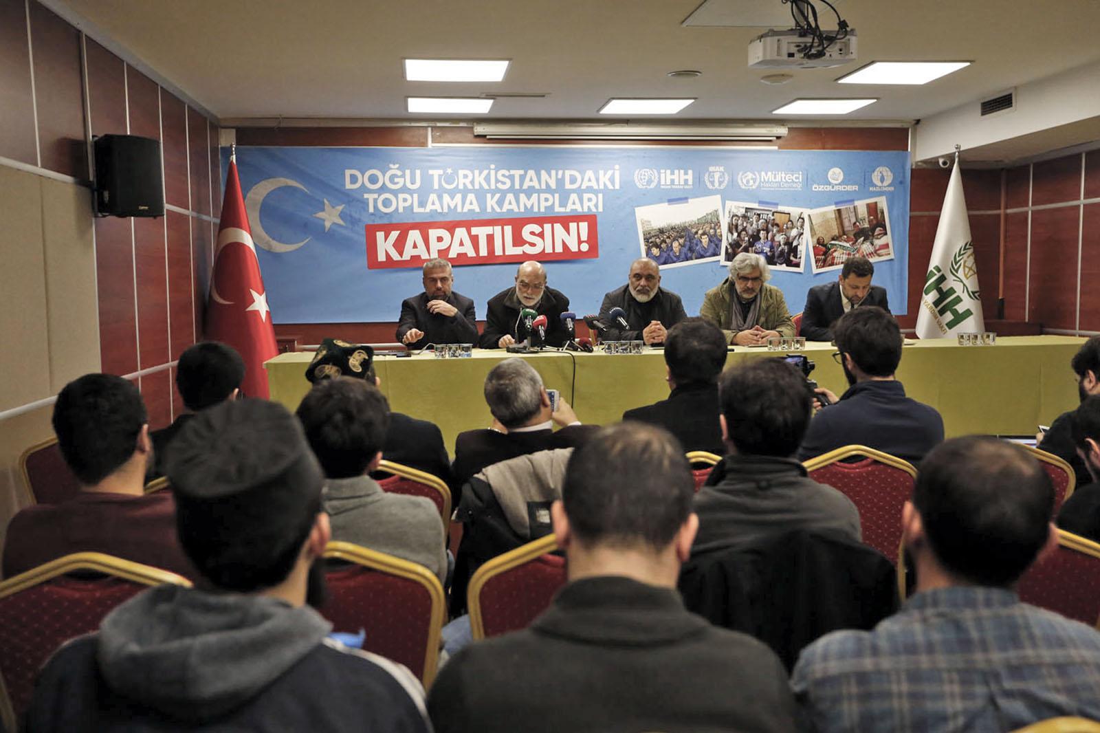 doğu-türkistan'daki-toplama-kamplari-kapatilsin!1.jpg