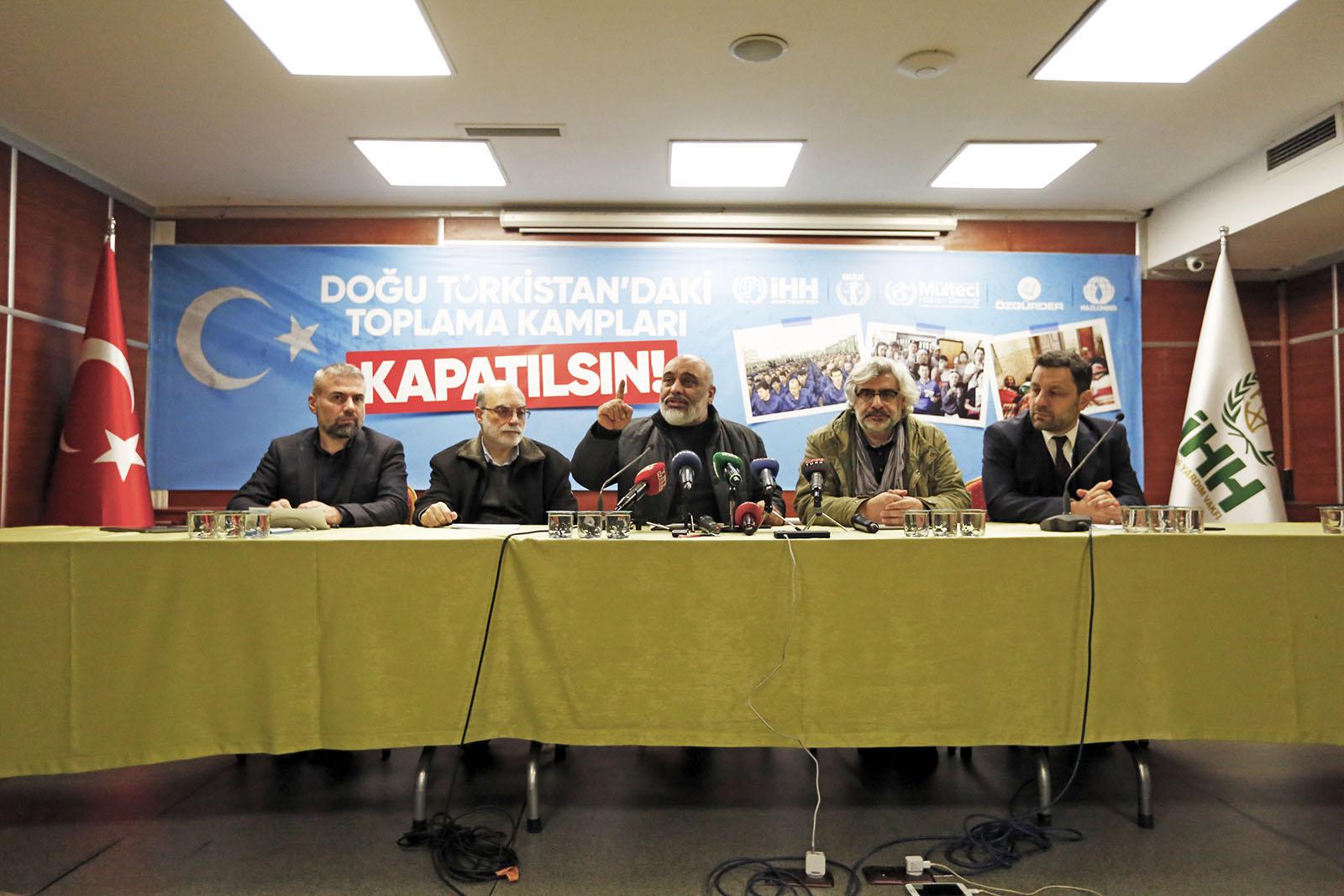 doğu-türkistan'daki-toplama-kamplari-kapatilsin!2.jpg