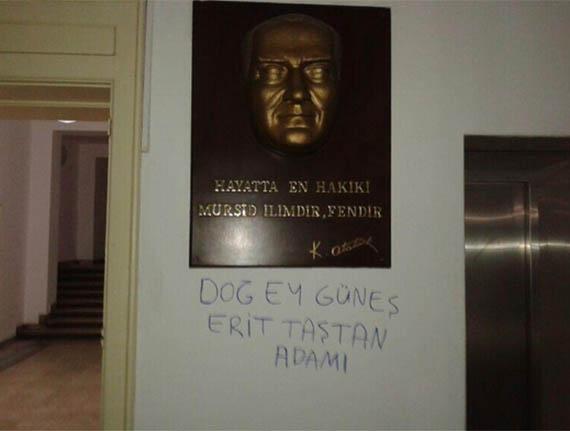 dog-ey-gunes-erit-tastan-adami-iu-fen-ataturk-heykeli.jpg