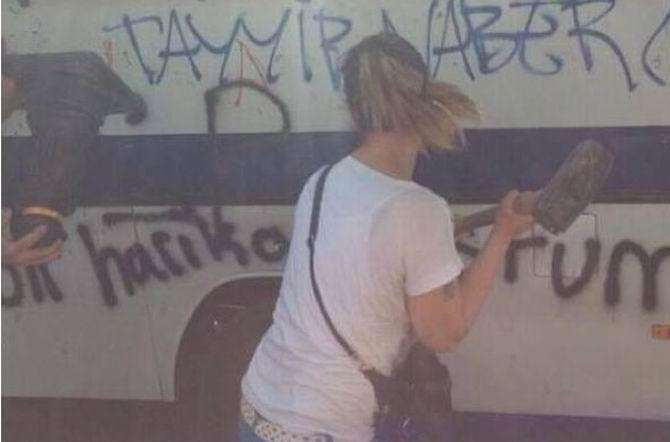 gezi-parki-vandalizm-capulcu08.jpg