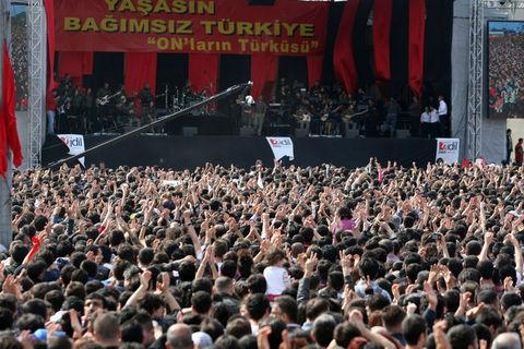 grup-yorum_bakirkoy-konser_bagimsiz-turkiye02.jpg