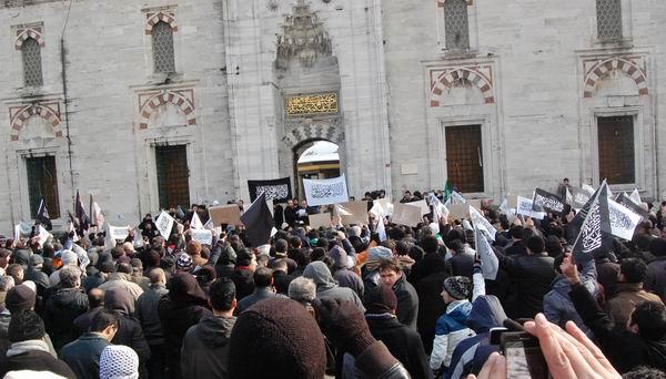 hizb-ut-tahrir_protesto_beyazit04.jpg
