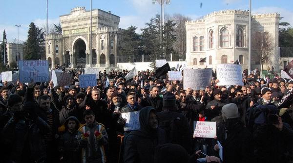 hizb-ut-tahrir_protesto_beyazit05.jpg