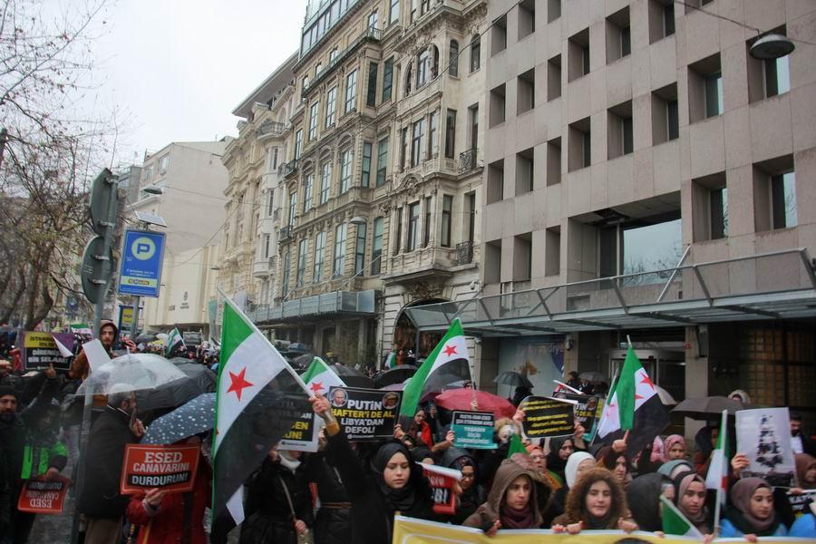 idlib-eylemi-rusyayi-protesto-taksim12.jpg