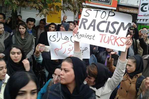 iranda-azeriler-ayaklandi-h1601558746-294301.jpg