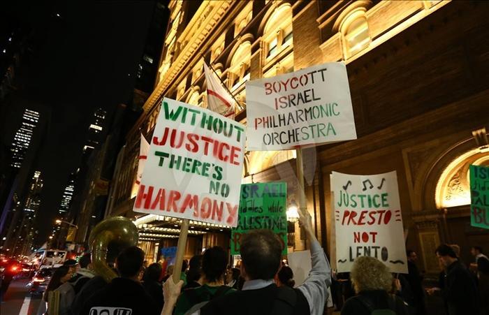 israil_filarmoni_orkestrasina_new_yorkta_protesto_2.jpg