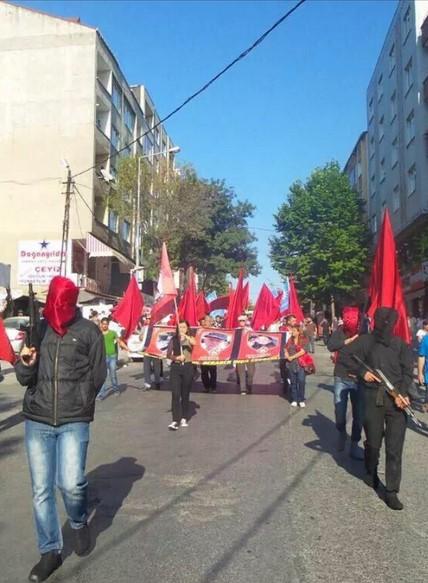 istanbul-suruc-cenaze-gazi-silahli-militanlar03.jpg