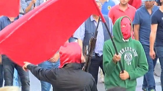 istanbul-suruc-cenaze-gazi-silahli-militanlar04.jpg