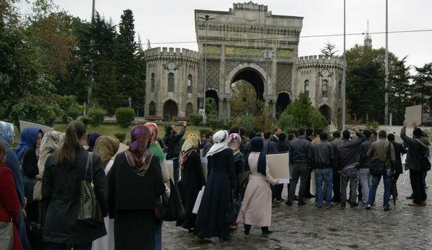 istanbul-universitesi-iu_suriye_bizim-cocuklar_sergi-protesto04.jpg
