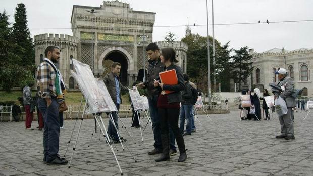 istanbul-universitesi-iu_suriye_bizim-cocuklar_sergi-protesto05.jpg