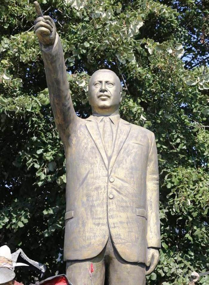 izmit_erdogan_heykeli.jpg