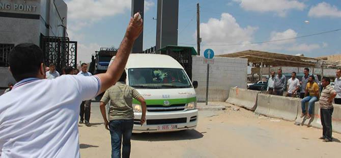jawad-awad-cevad-avad-ramallah-saglik-bakani-protesto04.jpg