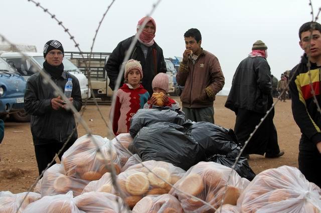 kis-geldi-suriye-icin-bir-ekmek-yardim-syria01.jpg