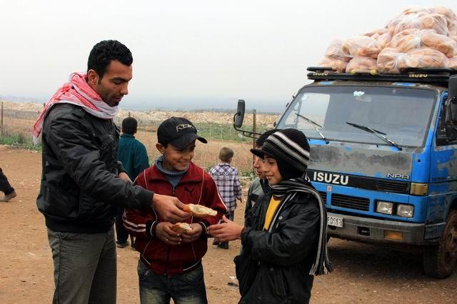 kis-geldi-suriye-icin-bir-ekmek-yardim-syria02.jpg