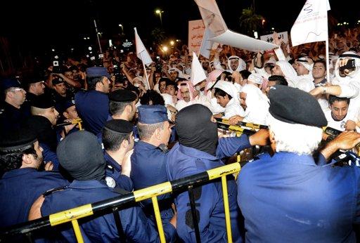 kuwait-kuveyt-protesto01.jpg