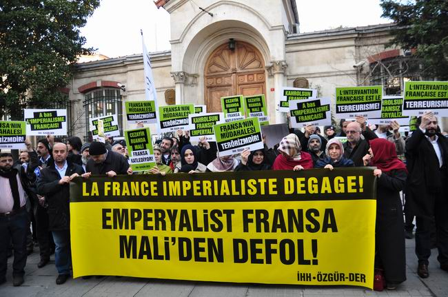mali-fransa-protesto-fransiz-konsoloslugu_ozgur-der01.jpg