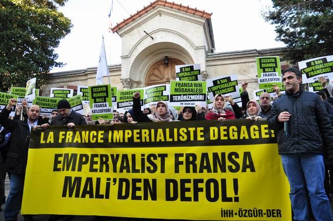 mali-fransa-protesto-fransiz-konsoloslugu_ozgur-der02.jpg