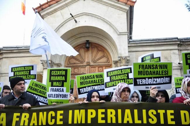 mali-fransa-protesto-fransiz-konsoloslugu_ozgur-der04.jpg