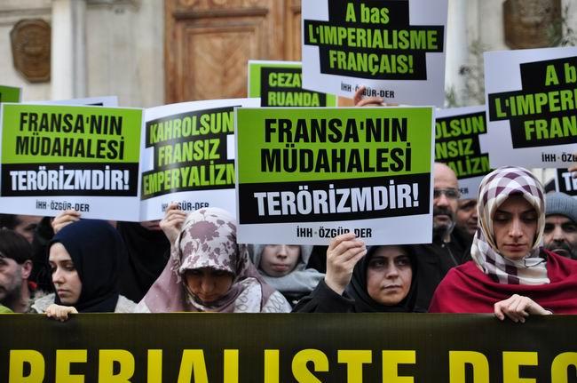 mali-fransa-protesto-fransiz-konsoloslugu_ozgur-der05.jpg
