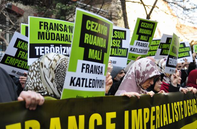 mali-fransa-protesto-fransiz-konsoloslugu_ozgur-der13.jpg