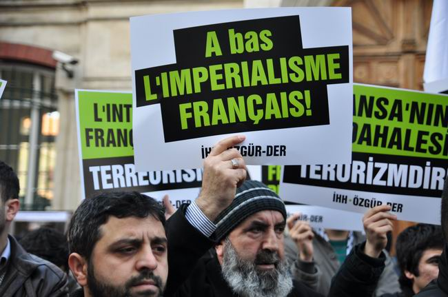 mali-fransa-protesto-fransiz-konsoloslugu_ozgur-der14.jpg