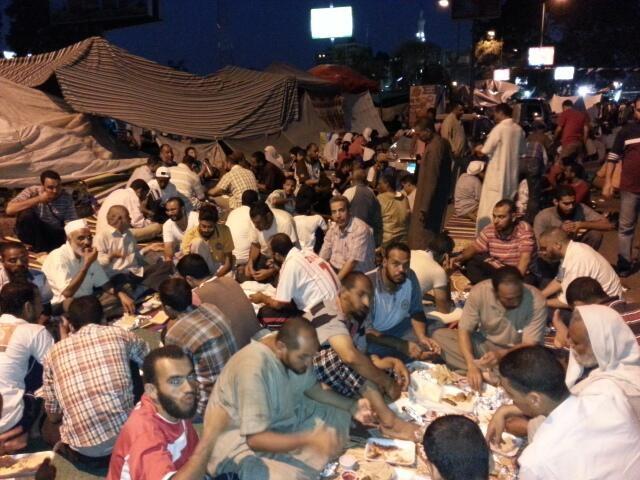 misir-ihh_adeviye-meydani-iftar3.jpg
