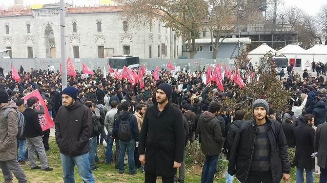 muslumanlar-universitede-sol-fasizmi-protesto-beyazit02.jpg