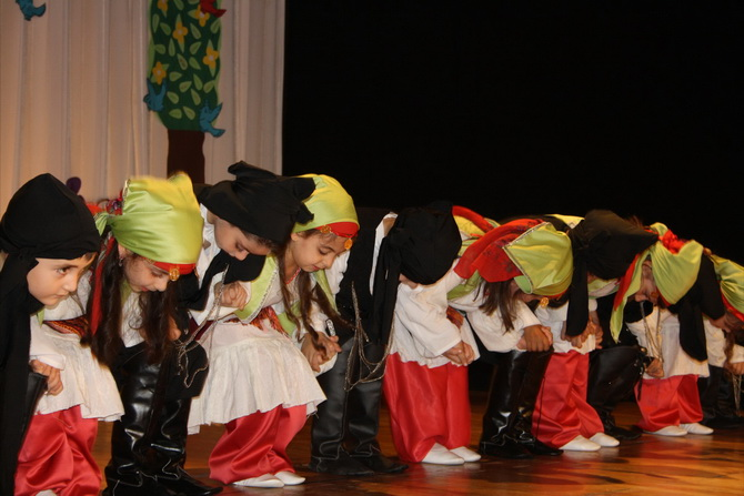 ozgur-cocuk-yilsonu-20120611-02.jpg